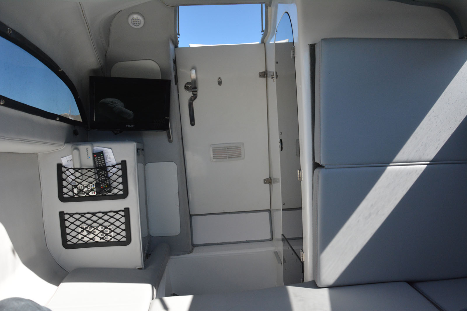 airhull 25 cabin 05